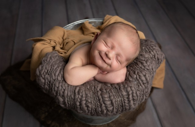 Newborn photographer in Milton Keynes captures image of baby boy with a big smile!