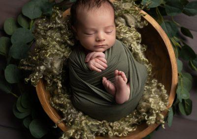 Newborn Photographer Northampton Baby in bowl