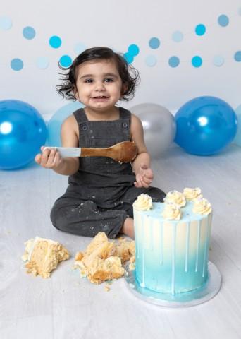 Cake Smash Milton Keynes baby boy blue first birthday photoshoot