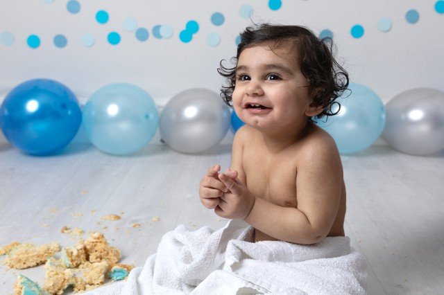 Cake Smash Milton Keynes first birthday photoshoot with blue decorations for baby boy from Northampton
