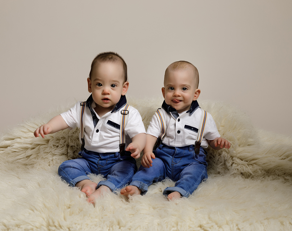 twin baby boys sitting on rug by Baby Photographer Bedford
