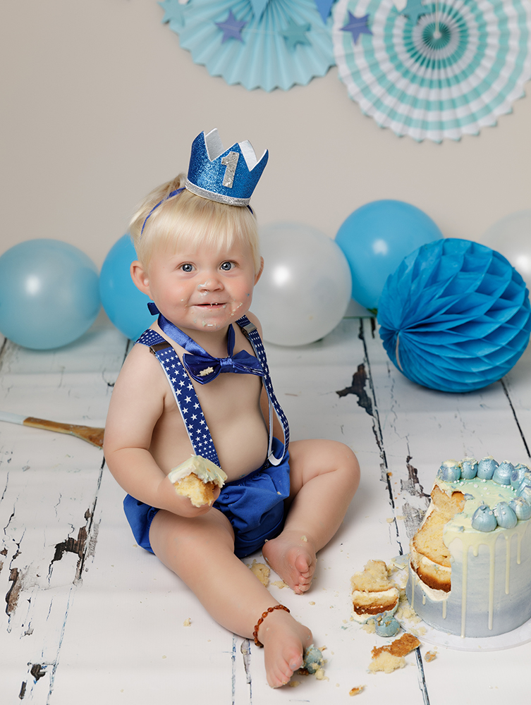 baby boy with blue decorations at Cake Smash Milton Keynes